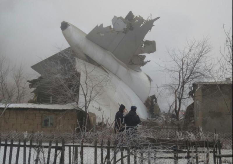 Tragedie Aviatică! Un avionul s-a prăbușit peste case, a omorât familii întregi !