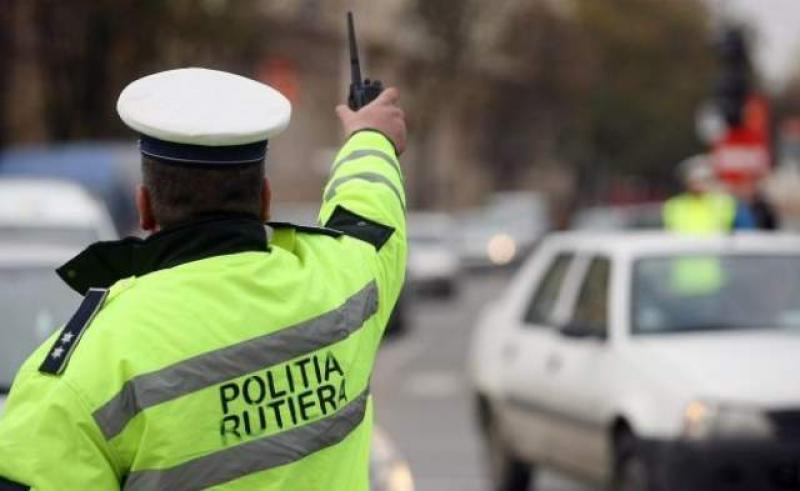 """Poliţiştii arădeni fac """"curăţenie"""" pe şoselele judeţului"""