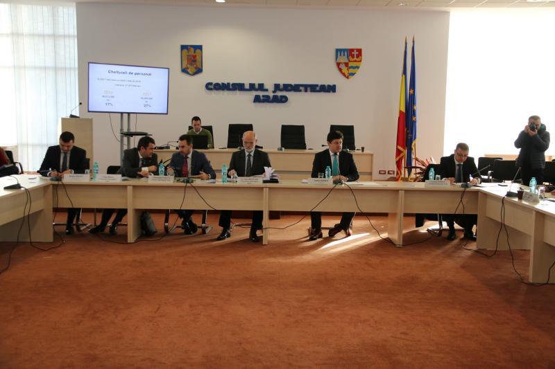 Preşedintele CJ, primarul, prefectul şi parlamentarii s-au întâlnit pentru a dezbate viitorul Aradului ! (FOTO)