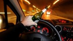 Tânăr prins băut, conducând o maşină furată fără permis!