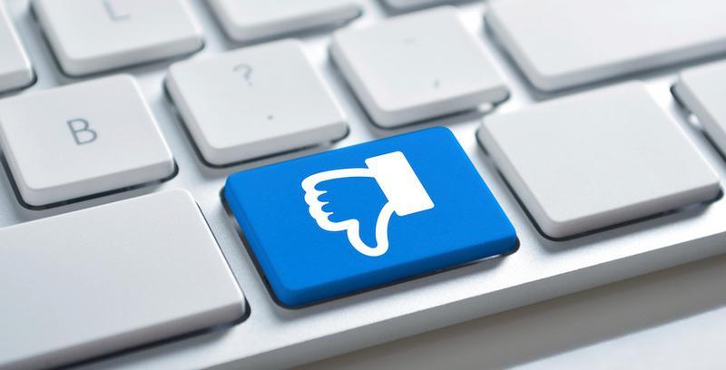 """După mult timp, Facebook va avea opţiunea """"dislike""""!"""