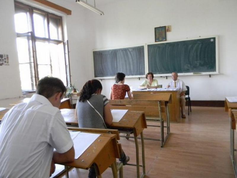 Prezenţa candidaţilor la simularea  Examenului de bacalaureat naţional și a Evaluării naționale pentru elevii de clasa a VIII-a