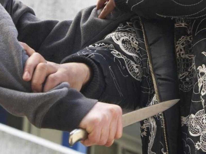 Atac sângeros ! Vânzătoare înjunghiată de o colegă de serviciu