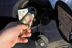 Minunea de la POMPĂ! Încă o ieftinire a carburantului care ajunge să coste 1 euro/litru