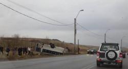Microbuz cu 18 elevi implicat într-un accident pe o şosea din vestul ţării