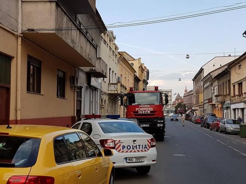 O lumânare uitată aprinsă la o casă particulară pe strada Nicolae Bălcescu a pus pe jar pompierii arădeni
