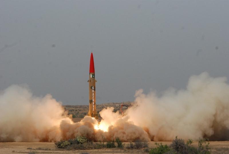 În Joia Mare SUA a bombardat Afganistul folosind cea mai puternică bombă existentă