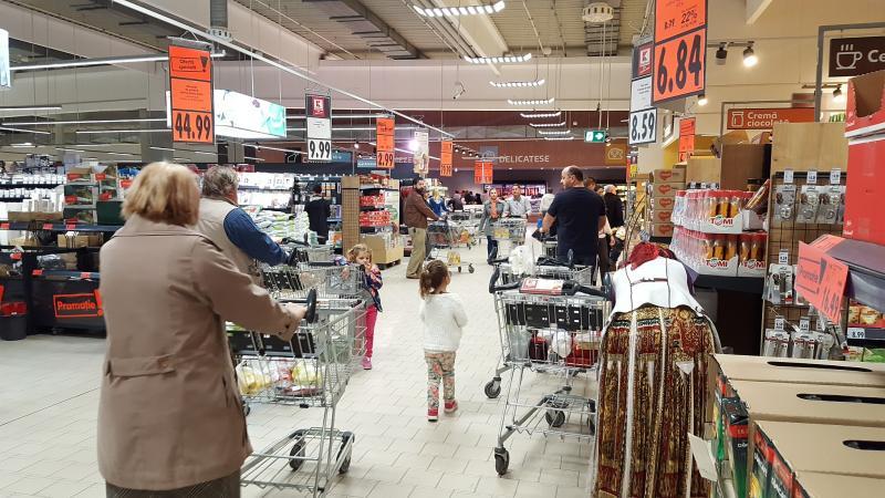 AFLĂ cât au scos arădenii din buzunare, pentru cumpărăturile de Paşti?