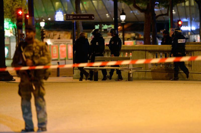 Ce se ştie despre atacul de la Paris ! A fost emis mandat de arestare pentru un al doilea suspect !