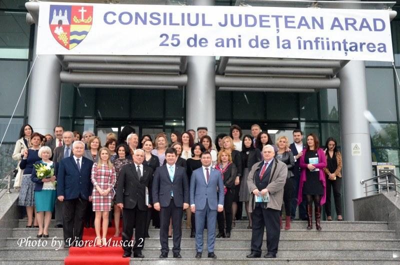 Ziua Porţilor Deschise, la Consiliul Judeţean Arad cu ocazia celebrării a 25 de ani de la înfiinţarea instituţiei (Galerie Foto)
