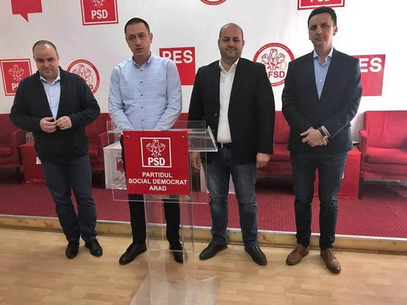 """""""Cei patru fantastici"""" parlamentari PSD din Arad se laudă cu gratuităţile date de guvern şi cu măririle de salarii pe banii administraţiilor locale"""