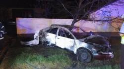 Accident cumplit produs de un tânăr de 19 ani! Două persoane au murit carbonizate. Şoferul a fugit de la locul tragediei!