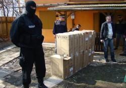În urma a cinci percheziții, polițiștii arădeni au confiscat  peste 27.000 de țigarete
