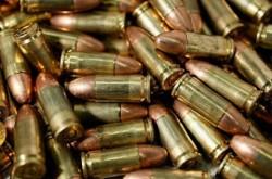Depistat cu armă și muniție, deținute fără drept