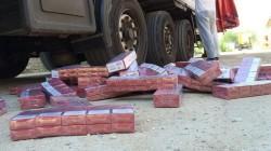 Captură impresionantă la Nădlac II, 177.500 pachete cu țigări netimbrate, descoperite ascunse într-un TIR