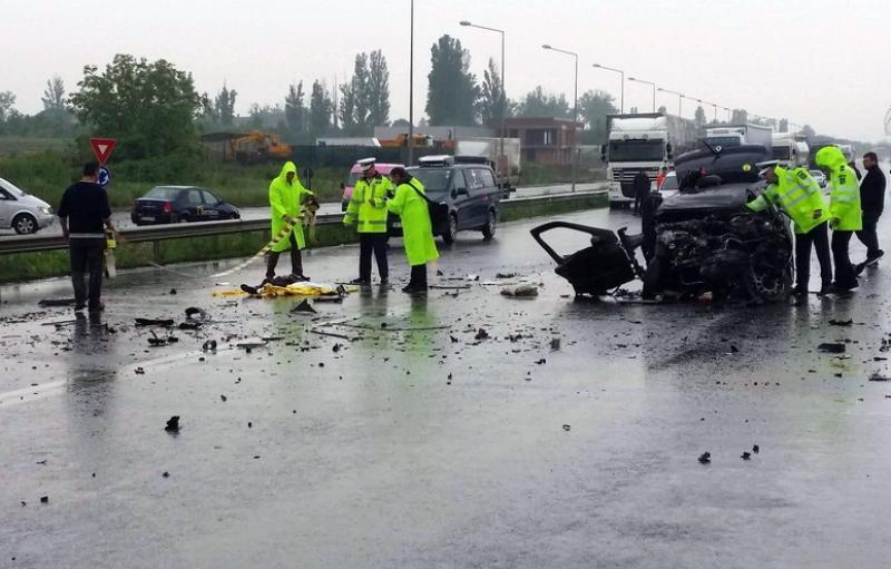 Va îmbrăca rochie de mireasă, dar pusă în sicriu ! AFLĂ cum a avut loc accidentul din Oradea și unde mergea șoferița care a murit ! VEZI VIDEO cu accidentul !