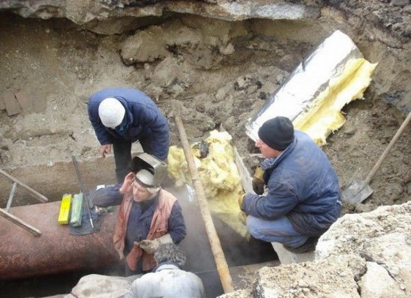 Continuă lucrările de cuplare în oraşul Ineu
