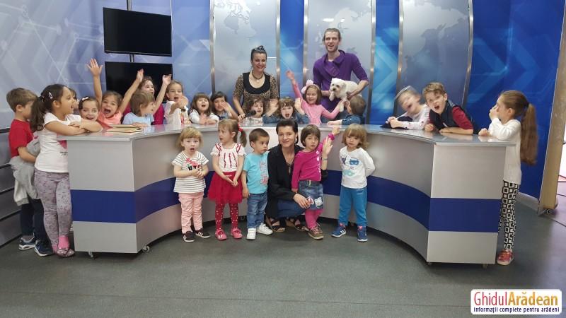 Nicoleta Pavel, i-a primit cu brațele deschise pe micuții de la Bambi în televiziunea Tv Arad ! VEZI GALERIE FOTO