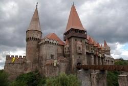 """Castelul Corvinilor """"prădat"""" de 170.000 de lei"""