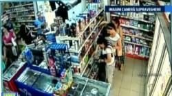 Patru minore prinse în timp ce furau de produse cosmetice