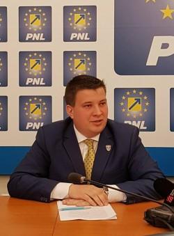 """Bogdan Boca (PNL): """"Spații de joacă și activități sportive în aer liber pentru elevi și tineri. Acces liber în curțile școlilor din Arad!"""""""