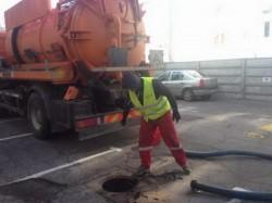 Au început lucrările de curățare și decolmatare a gurilor de scurgere în municipiu
