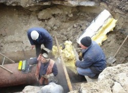 Compania de Apă Arad execută lucrări de cuplare a reţelelor de apă potabilă în comuna Şiria, vezi programul de întrerupere a apei potabile
