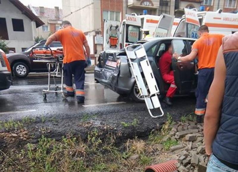 O tânără din Arad, rănită luni după-masa, într-un accident de circulație !