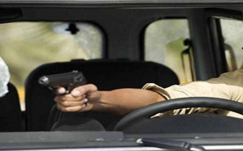 Doi bărbați amenințați cu pistolul în miez de noapte !