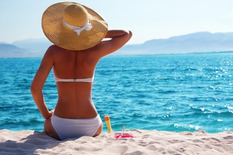 AFLĂ ce greșeală faci mereu, când te expui la soare ! Sigur acea parte a corpului nu o faci cu cremă de protecție ! AFLĂ care e