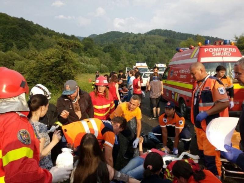 Un autocar s-a răsturnat ! 12 persoane au fost rănite !