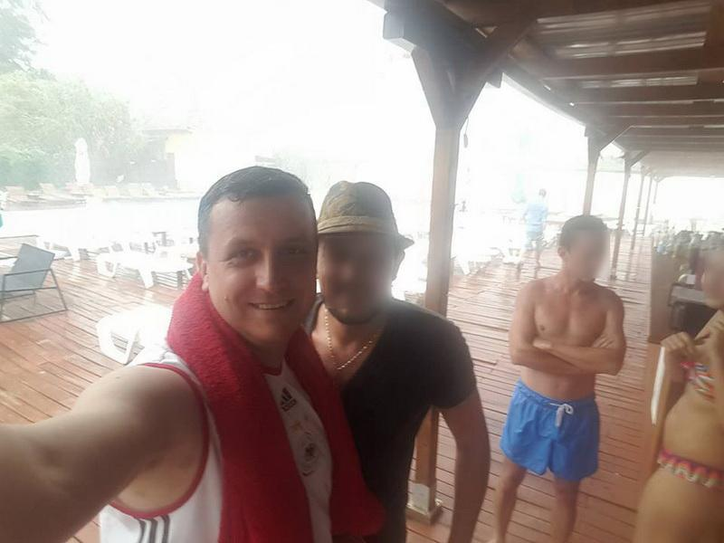 În timp arădenii îşi evaluau pagubele după furtună, consilierul PSD Vârcuş facea poze cu bălţile din stradă pentru imagine politică
