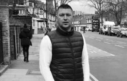 El este românul care a lovit unul dintre teroriștii atacului de sâmbătă spre duminică noaptea ! VEZI VIDEO din timpul atacului !