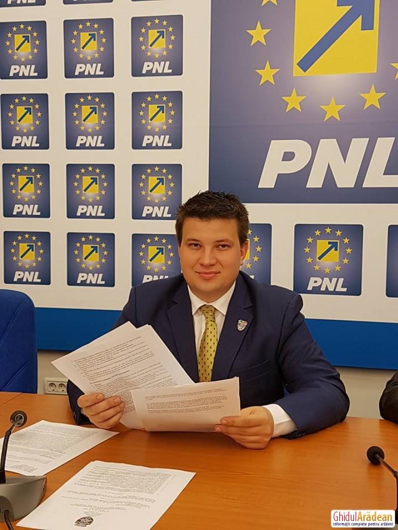 """Bogdan Boca (PNL): """"Deputatul PSD Todor are zero activitate în Parlament și zero interes pentru județul Arad!"""""""