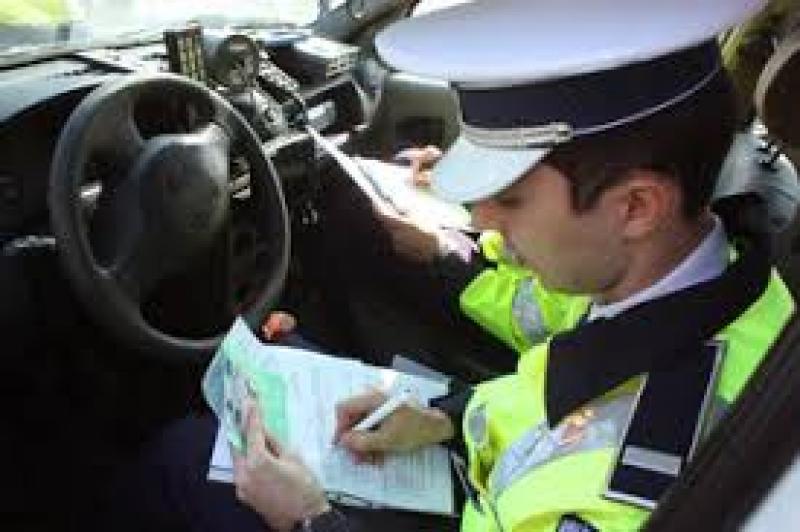 Acţiune a poliţiei rutiere din Arad! Peste 120 de amenzi şi 14 permise reţinute în mai puţin de 24 de ore