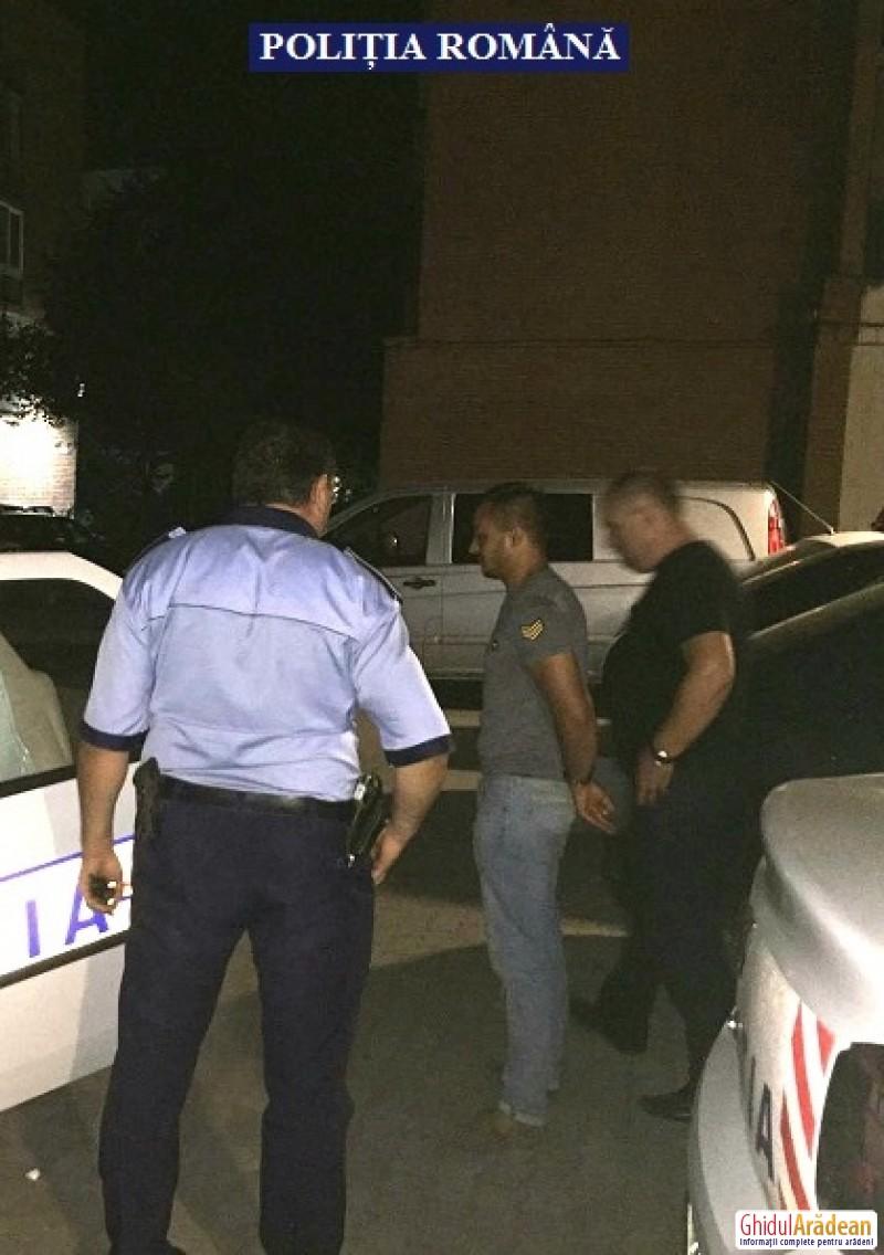 Hoţ de autoturisme, prins de poliţiştii arădeni. Vezi cu ce sumă ridicolă a vândut acesta autoturismul pe care il furase