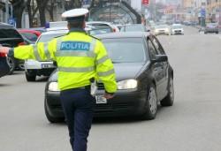 Acţiune de prevenire şi combatere a accidentelor rutiere în Arad, ziua a III-a! Poliţiştii de la rutieră au împărţit amenzi în valoare totală de 75.000 lei!