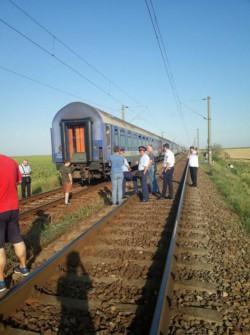 Mirobolanta Românie! Peste 300 de călători au fost abandonaţi în câmp după ce vagoanele s-au desprins de locomotivă