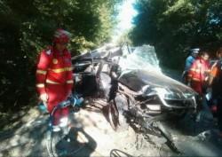 Doi morţi şi doi răniţi în urma unui accident produs de un tânăr  care nu deţinea permis de conducere