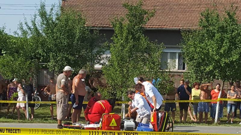 [FOTO/VIDEO] Grav accident de circulaţie în localitatea Şicula! A fost solicitată intervenţia elicopterului SMURD