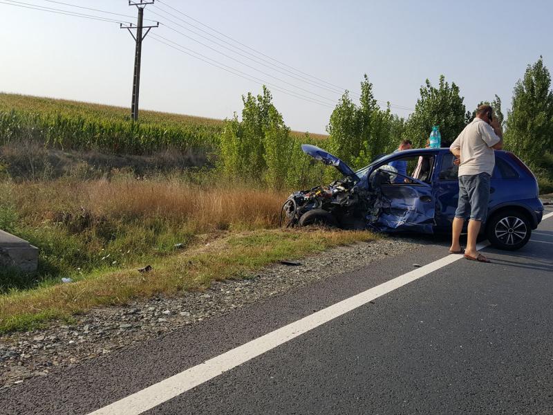 Doi răniţi în urma unui accident rutier produs pe DN79