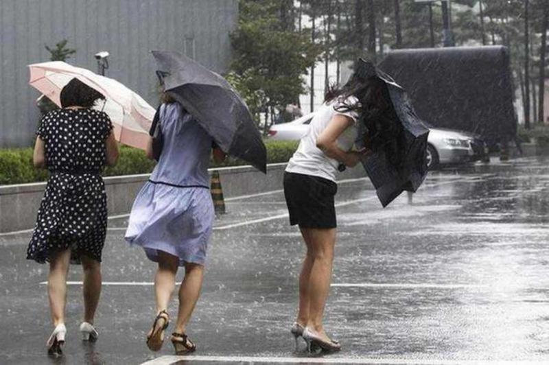 ALERTĂ METEO ! De sâmbătă după-masa și până duminică la ora 12 vestul țării se află sub COD PORTOCALIU de ploi !