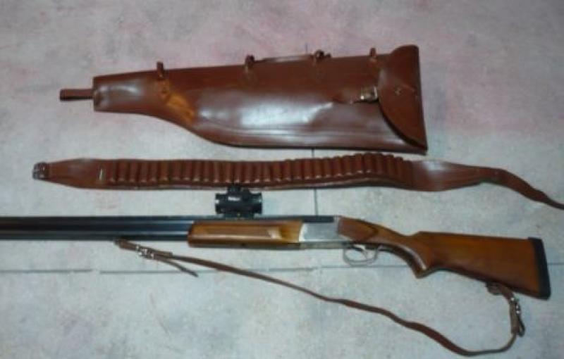 Armă de vânătoare deţinută ilegal, confiscată de poliţiştii arădeni