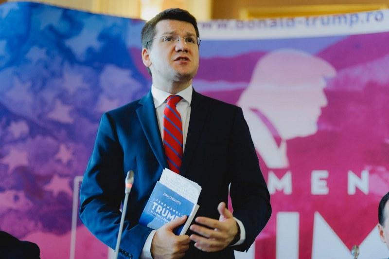 """Mihai Neamţu şi-a lansat şi la Arad volumul: """"Fenomenul Trump"""""""