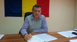 """Ioan Turcin (primar Păuliş): """"PNL continuă politica PDL şi se opune creşterilor salariale ale funcţionarilor din primărie"""""""