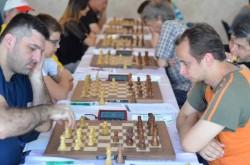 [FOTO] Lupta echilibrată- Nouă jucători în frunte, după şase runde la Festivalul International de Şah de la Arad