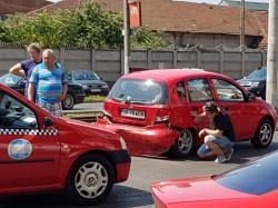 ACCIDENT rutier în față la Atrium Mall ! Șoferi nervoși în trafic