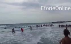 Imagini DRAMATICE- Turiştii din Eforie au făcut un lanţ uman pentru salvarea de la înec a două surori