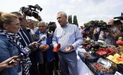 """În timp ce la Arad la târgul """"Produs în Arad"""" instituţiile au """"purecat"""" toţi comercianţii, la Călăraşi totul e ok, pentru că a fost Dragnea în vizită"""