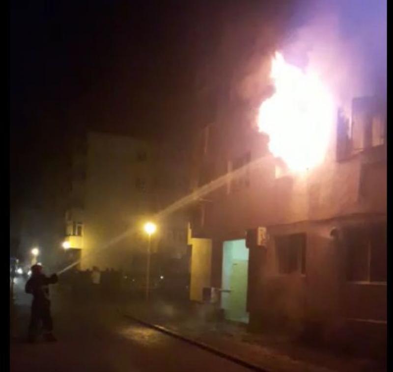 Ipoteză ŞOCANTĂ în cazul incendiului în care mama şi fiica de 2 anişori au ars! Mama şi-ar fi ucis copila după care a dat foc locuinţei!